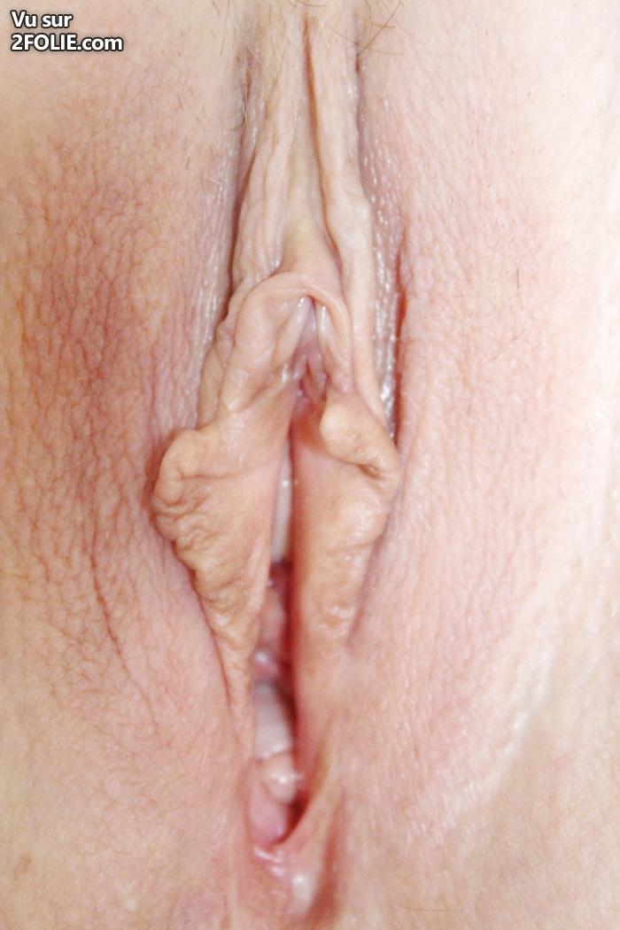on voit sa culotte clitoris gros plan