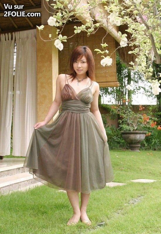 ceux qui aiment les jolies asiatiques vont se r galer avec cette jeune femme 2folie. Black Bedroom Furniture Sets. Home Design Ideas