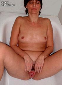 femme-dans-son-bain-2017314-3.jpg