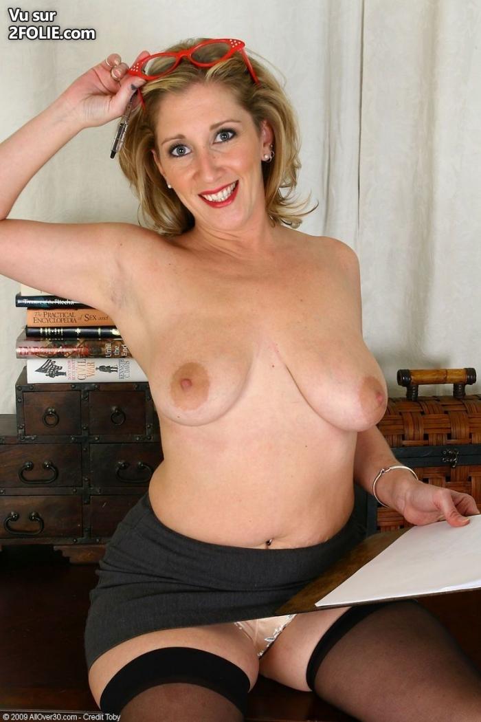 Une blondasse aux gros seins bonne baiseuse video