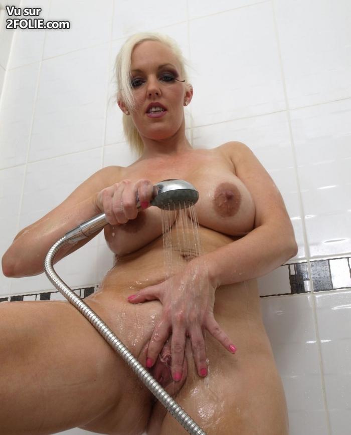 foto de salope branlette sous la douche